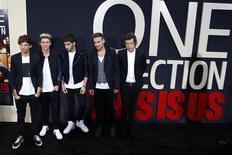 """Члены группы One Direction на премьере фильма """"One Direction: Это мы"""" в Нью-Йорке 26 августа 2013 года. Документальный фильм """"One Direction: Это мы"""" про популярный британский бойз-бенд One Direction возглавил бокс-офис Северной Америки, сдвинув на вторую позицию драму Ли Дэниелса """"Дворецкий"""", лидировавшую последние две недели. REUTERS/Lucas Jackson"""