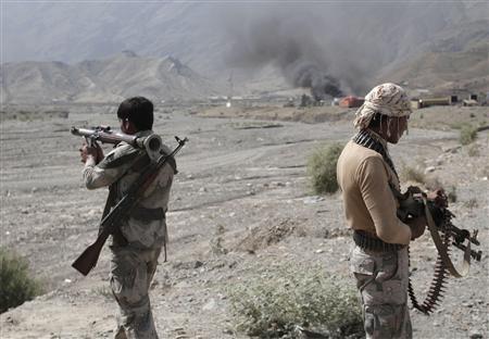 Afghan border police keep watch after a Taliban attack at Torkham district in Jalalabad province September 2, 2013. REUTERS/ Stringer