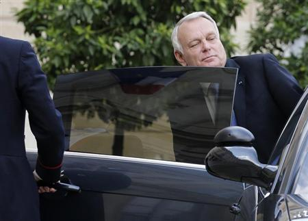 French Prime Minister Jean-Marc Ayrault leaves after a Defence Council meeting at the Elysee Palace in Paris, August 28, 2013. REUTERS/Christian Hartmann