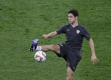 Athletic Bilbao's Ander Herrera kicks the ball during a training session on the eve of their Europa League final match against Atletico Madrid at the National Arena stadium in Bucharest May 8, 2012. REUTERS/Bogdan Cristel