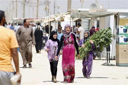 Syrian refugees walk on the main market street at Al-Zaatri refugee camp in the Jordanian city of Mafraq, near the border with Syria September 1, 2013. REUTERS/Muhammad Hamed