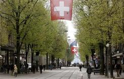 People walk on Zurich's main shopping street Bahnhofstrasse April 13, 2012. REUTERS/Arnd Wiegmann