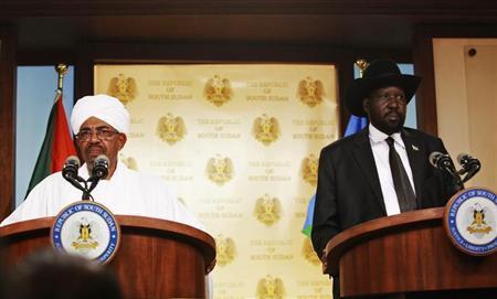 Sudan's President Omar Hassan al-Bashir (L) and his South Sudan counterpart Salva Kiir address a joint news conference in Juba South Sudan April 12, 2013. REUTERS/Andreea Campeanu