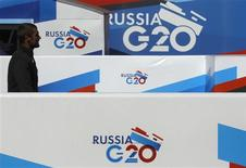 Banners of the G20 Summit hang on an embankment near the Neva river in St. Petersburg, September 1, 2013. REUTERS/Alexander Demianchuk