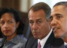 Спикер Палаты представителей Конгресса США Джон Бейнер слушает президента Барака Обаму на встрече с конгрессменами в Вашингтоне 3 сентября 2013 года. Обама выразил уверенность в том, что Конгресс поддержит военную операцию в Сирии, и сообщил, что у Вашингтона есть всеобъемлющий план помощи повстанцам в борьбе с президентом Башаром Асадом. REUTERS/Larry Downing