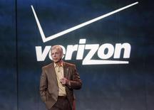 El presidente ejecutivo de Verizon Communications Inc, Lowell McAdam, durante la Feria de Consumo Electrónico de Las Vegas, ene 8 2013. El presidente ejecutivo de Verizon Communications Inc, Lowell McAdam, no descartó una expansión internacional pese a que la compañía planea comprar por 130.000 millones de dólares la participación del 45 por ciento de Vodafone Group Plc en Verizon Wireless. REUTERS/Rick Wilking
