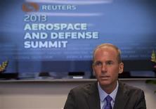 Dennis Muilenburg, directeur général de la division Défense de Boeing, a annoncé mardi, lors du Sommet Reuters consacrée à l'aéronautique et à la défense, que le constructeur avait commencé à assembler les avions ravitailleurs KC-46 destinés à l'armée de l'air américaine dans le cadre d'un contrat historique de 52 milliards de dollars, après avoir réussi un test clé durant l'été. /Photo prise le 3 septembre 2013/REUTERS/Jason Reed