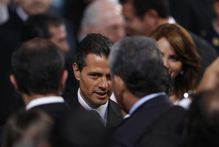 Mexico's President Enrique Pena Nieto talks to the audience after his annual state of the union address in Mexico City September 2, 2013. REUTERS/Tomas Bravo