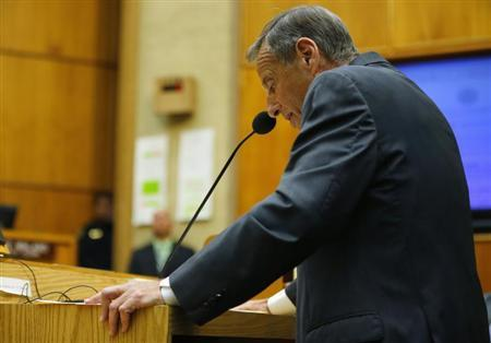 San Diego Mayor Bob Filner addresses a special meeting of the San Diego City Council after resigning as the city's mayor in San Diego, California August 23, 2013. REUTERS/Mike Blake