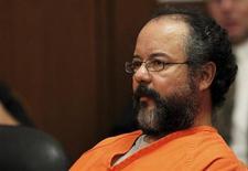 Ариэль Кастро в суде Кливленда, США 1 августа 2013 года. Приговоренный к пожизненному заключению за похищение, изнасилование и избиение трех жительниц Кливленда Ариэль Кастро обнаружен повешенным в тюремной камере во вторник вечером, сообщил представитель пенитенциарных органов штата. REUTERS/Aaron Josefczyk