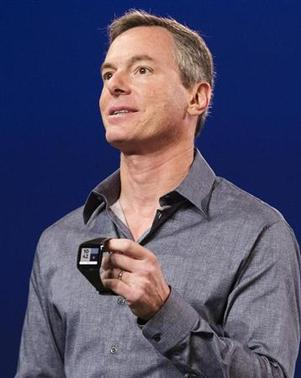 Paul Jacobs, chairman and CEO of Qualcomm, displays the new ''Toq'' smartwatch at the Uplinq 2013 conference in San Diego, California, September 4, 2013. REUTERS/Fred Greaves/Files