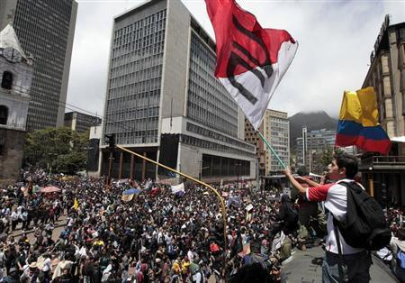 A student demonstrator waves a flag of Colombian National University during a protest against the government of President Juan Manuel Santos in Bogota August 29, 2013. REUTERS/John Vizcaino