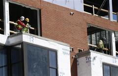 Un sitio de construcción en Silver Spring, EEUU, mar 8 2013. Los sólidos datos del empleo y los servicios de Estados Unidos que se dieron a conocer el jueves reforzaron la visión de que la Reserva Federal podría comenzar a desactivar su programa de compras de bonos tan pronto como este mes. REUTERS/Gary Cameron