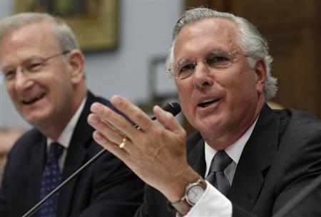 Federal Reserve Bank of Dallas President Richard Fisher (R) testifies alongside FDIC Vice Chair Thomas Hoenig before the House Financial Services Committee hearing on ''Examining How the Dodd-Frank Act Could Result in More Taxpayer-Funded Bailouts'' on Capitol Hill in Washington June 26, 2013. REUTERS/Yuri Gripas