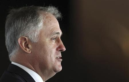 Australian opposition leader Malcolm Turnbull gives a speech at the Foreign Correspondents Association Newsmaker Luncheon in Sydney October 12, 2009. REUTERS/Daniel Munoz