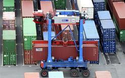 Les exportations allemandes ont baissé contre toute attente en juillet de 1,1%, alors que les importations ont augmenté, soulignant que la demande intérieure détient la clé de la croissance de l'Allemagne cette année, la conjoncture économique mondiale se prêtant mal à une dynamique à l'exportation. /Photo d'archives/REUTERS/Fabian Bimmer