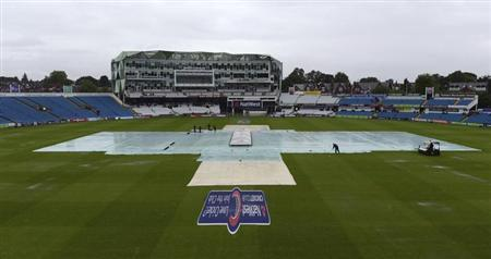 The covers are on the pitch as rain delayed the start of the first one-day international between England and Australia at Headingley cricket ground in Leeds September 6, 2013. REUTERS/Philip Brown