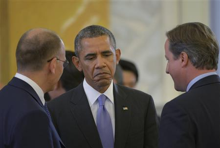 Italy's Prime Minister Enrico Letta (L), U.S. President Barack Obama (C) and British Prime Minister David Cameron (R) talk at the second working session of the G20 Summit in the Constantine Palace in Strelna, St. Petersburg, September 6, 2013. REUTERS/Alexei Danichev/RIA Novosti/Pool