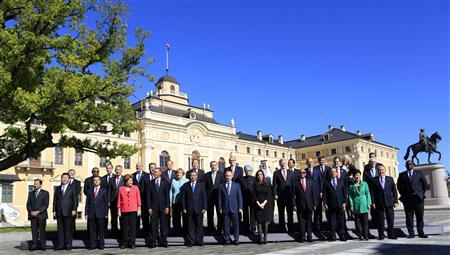 Leaders pose for a group photo at Constantine Palace during the G20 Summit in St. Petersburg September 6, 2013. REUTERS/Kevin Lamarque
