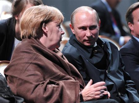 Russian President Vladimir Putin (R) and German Chancellor Angela Merkel talk as they watch a fragment from the ballet ''Ruslan and Lyudmila'' during the G20 Summit in Peterhof near St. Petersburg September 6, 2013. REUTERS/Michael Klimentyev/RIA Novosti/Pool