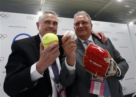 Ricardo Fraccari (R), President of the International Baseball Federation and Don Porter, president of the International Softball Federation, pose after a news conference in Buenos Aires September 6, 2013. REUTERS/Martin Acosta