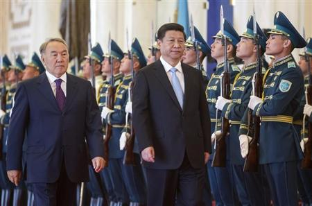 Kazakhstan's President Nursultan Nazarbayev (L) and his Chinese counterpart Xi Jinping walk past honor guards during an official welcoming ceremony in Astana September 7, 2013. REUTERS/Shamil Zhumatov
