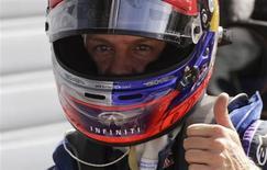Piloto da Red Bull Sebastian Vettel comemora após conquistar a pole position para o GP da Itália de Fórmula 1 no circuito de Monza. 07/09/2013 REUTERS/Max Rossi