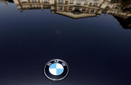 A building is reflected on the bonnet of a BMW car at a ''Super Car Show'' in Mumbai April 5, 2009. REUTERS/Arko Datta