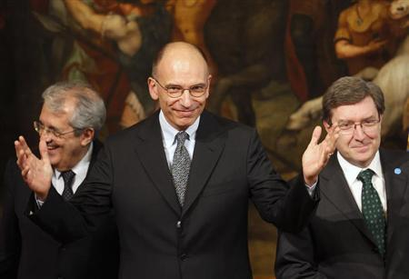 Italy's Prime Minister Enrico Letta (C) gestures next to Economy Minister Fabrizio Saccomanni (L) and Labour Minister Enrico Giovannini during a meeting for ''Jobs for Youth - Building Opportunities, Opening Paths'', at Palazzo Chigi in Rome June 14, 2013. REUTERS/Stefano Rellandini