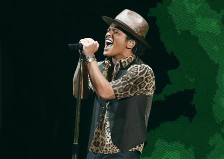 Bruno Mars performs during the 2013 MTV Video Music Awards in New York in this August 25, 2013 file photo. REUTERS/Eric Thayer/Files