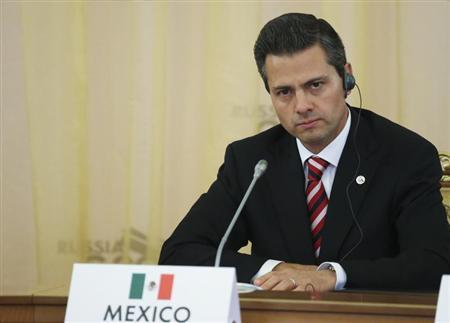 Mexico's President Enrique Pena Nieto attends the first working session of the G20 Summit in Constantine Palace in Strelna near St. Petersburg, September 5, 2013. REUTERS/Sergei Karpukhin