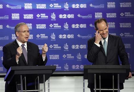Manhattan borough president Scott Stringer (L) and former New York Governor Eliot Spitzer, both Democrats, participate in a primary debate for New York City comptroller in the WCBS-TV studios in New York, August 22, 2013. REUTERS/Frank Franklin II/POOL