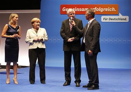 German Chancellor and conservative Christian Democratic Union (CDU) leader Angela Merkel (2L) stands with Bavarian State Premier and leader of the Christian Social Union (CSU) Horst Seehofer (2R) as they arrive for the decisive final phase of the election campaign in Duesseldorf September 8, 2013. Merkel is seeking a third term in a parliamentary election on September 22. REUTERS/Wolfgang Rattay