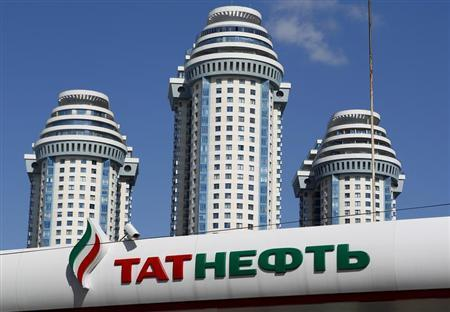 A Tatneft oil company's logo is pictured at a gas station in front of an apartment block in Moscow, April 8, 2013. REUTERS/Maxim Shemetov