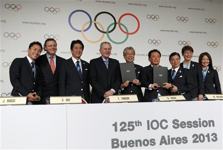 Japan's Prime Minister Shinzo Abe (3rd L) stands with Jacques Rogge (4th L), president of the International Olympic Committee (IOC), Governor of Tokyo Naoki Inose (4th R) and Japan's Olympic Committee President Tsunekazu Takeda (C) during the Signature of the Host City Contract ceremony, after Tokyo was selected as the city to host the 2020 Summer Olympic Games, in Buenos Aires September 7, 2013. REUTERS/Enrique Marcarian