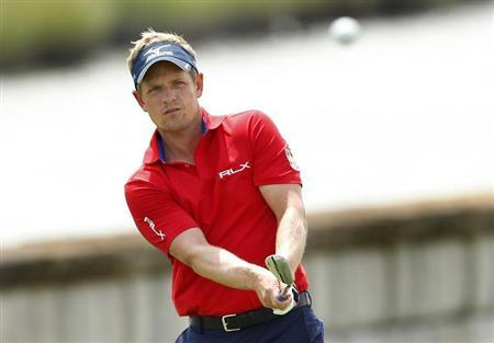 England's Luke Donald chips on to the 18th green during the second round of the Barclays PGA golf tournament in Jersey City, New Jersey August 23, 2013. REUTERS/Adam Hunger