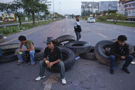 Rubber farmers rest at a road block where they spent the night during a protest in Surat Thani, early September 4, 2013. REUTERS/Athit Perawongmetha