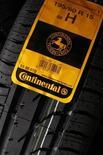 Покрышка Continental на заводе компании в Клеруа 12 марта 2009 года. Немецкий поставщик автомобильных комплектующих Continental AG в сотрудничестве с IBM будет разрабатывать системы для самоуправляемых машин. REUTERS/Benoit Tessier