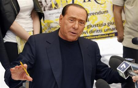 People of Liberty party (PDL) leader Silvio Berlusconi talks with reporters as he signs a referendum on justice reforms and human rights in downtown Rome August 31, 2013. REUTERS/Remo Casilli