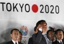 Governador do Tóquio, Naoki Inose, anuncia a escolha de Tóquio como sede da Olimpíada e Paralimpíada de 2020 durante evento de comemoração em Tóquio. Inose voltou para casa sob aplauso de milhares de pessoas reunidas em uma praça, nesta terça-feira, e agradeceu pelo apoio que ajudou a capital japonesa a ser escolhida sede dos Jogos Olímpicos, ao mesmo tempo em que prometeu trabalhar para o sucesso da Olimpíada. 10/09/2013. REUTERS/Issei Kato