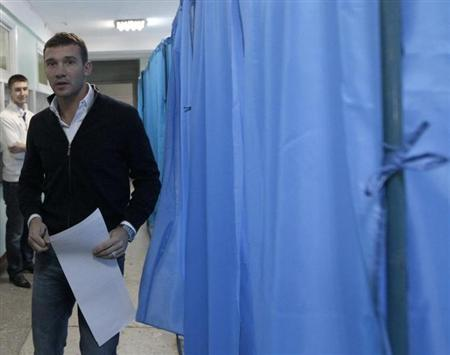 Andriy Shevchenko, a former soccer player and member of ''Ukraine Forward'' social democratic party, visits a polling station during the parliamentary elections in Kiev, in this October 28, 2012 file photo. REUTERS/Vasily Fedosenko