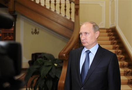 Russia's President Vladimir Putin makes a statement on issues connected with chemical weapons in Syria at the Novo-Ogaryovo residence outside Moscow, September 10, 2013. REUTERS/Michael Klimentyev/RIA Novosti/Kremlin