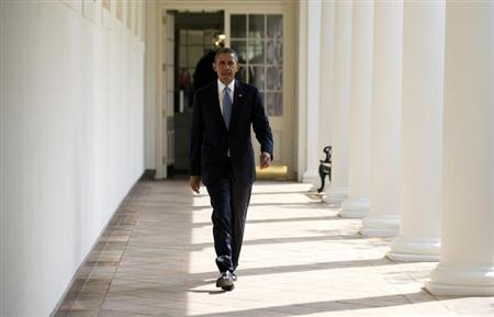 U.S. President Barack Obama walks from his residence to the Oval Office at the White House in Washington, September 10, 2013. REUTERS/Jason Reed