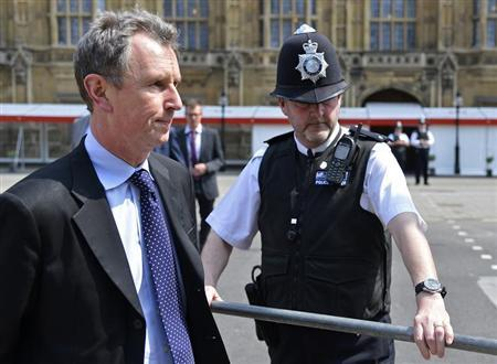 Conservative MP and deputy speaker of Britain's parliament Nigel Evans (L) arrives to make a news statement outside of the Houses of Parliament in London May 7, 2013. REUTERS/Toby Melville