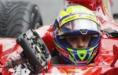 Felipe Massa durante classificação para o GP da Bélgica, em 24 de agosto deste ano. Nesta terça-feira, o brasileiro anunciou que não pilotará pela Ferrari em 2014. REUTERS/Francois Lenoir