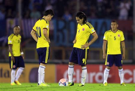 Colombia's players restart the game after conceding a goal to Uruguay's during their 2014 World Cup qualifying soccer match in Montevideo, September 10, 2013. REUTERS/Andres Stapff