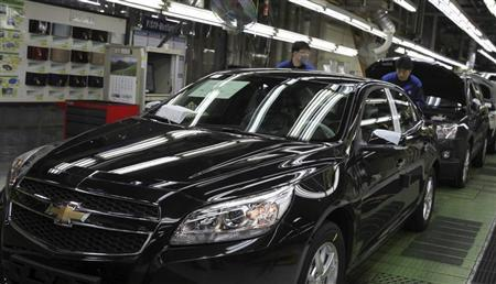 Workers of the South Korean unit of General Motors (GM) work at an assembly line of GM's Bupyeong plant in Incheon, west of Seoul, in this April 8, 2013 photo. REUTERS/Shin Dong-jun