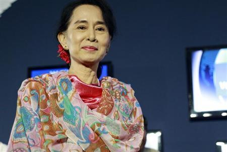 Myanmar pro-democracy leader Aung San Suu Kyi arrives to the BBC debate section during the World Economic Forum in Naypyitaw June 6, 2013. REUTERS/Soe Zeya Tun