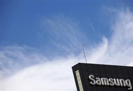An outdoor billboard advertising Samsung Electronics is seen in Seoul August 27, 2012. REUTERS/Lee Jae-Won