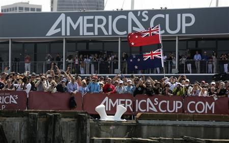 Fans of Emirates Team New Zealand Oracle cheer after they defeated Team USA during Race 5 of their 34th America's Cup yacht sailing race in San Francisco, California September 10, 2013. REUTERS/Robert Galbraith